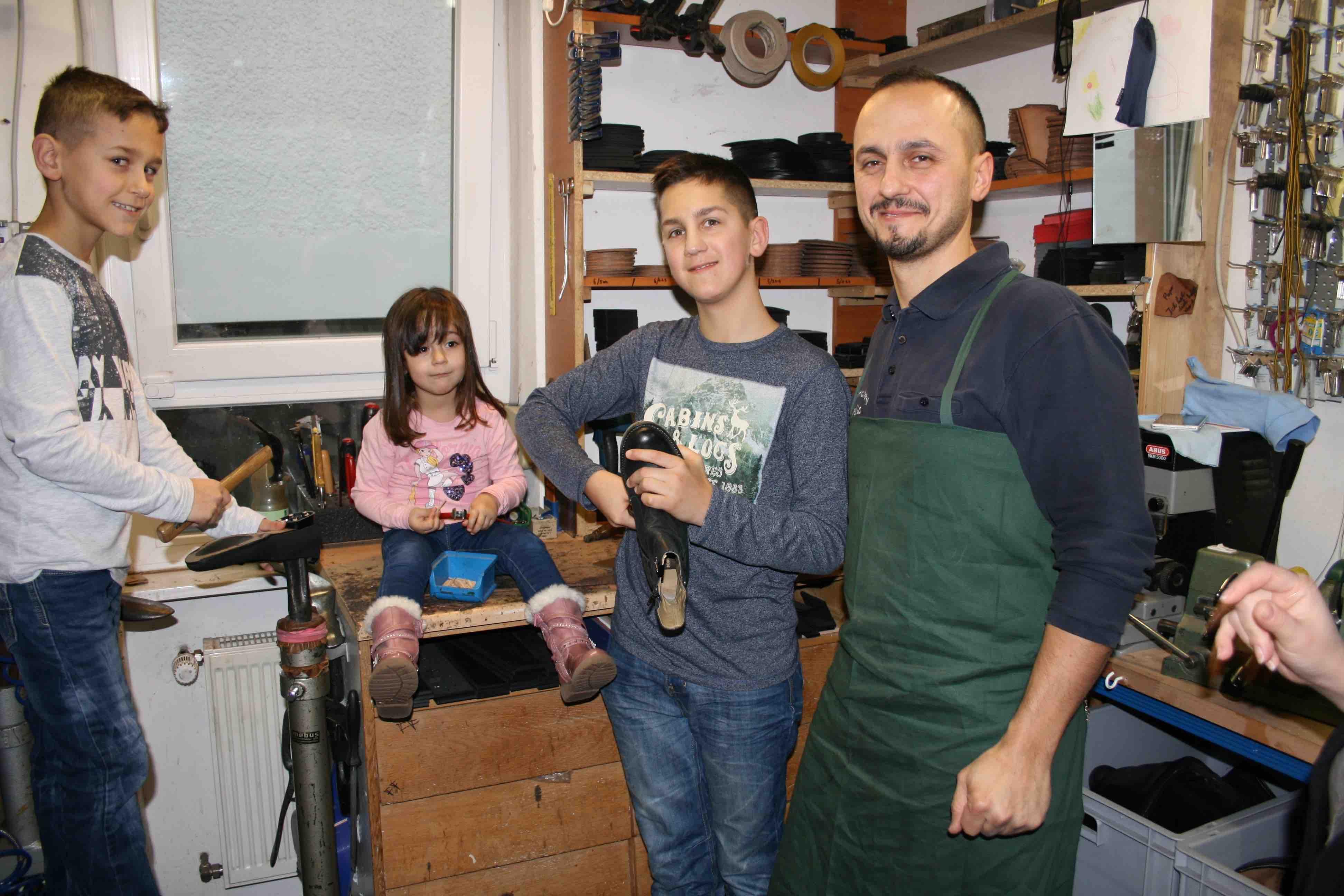 Vella Familie in der Werkstatt